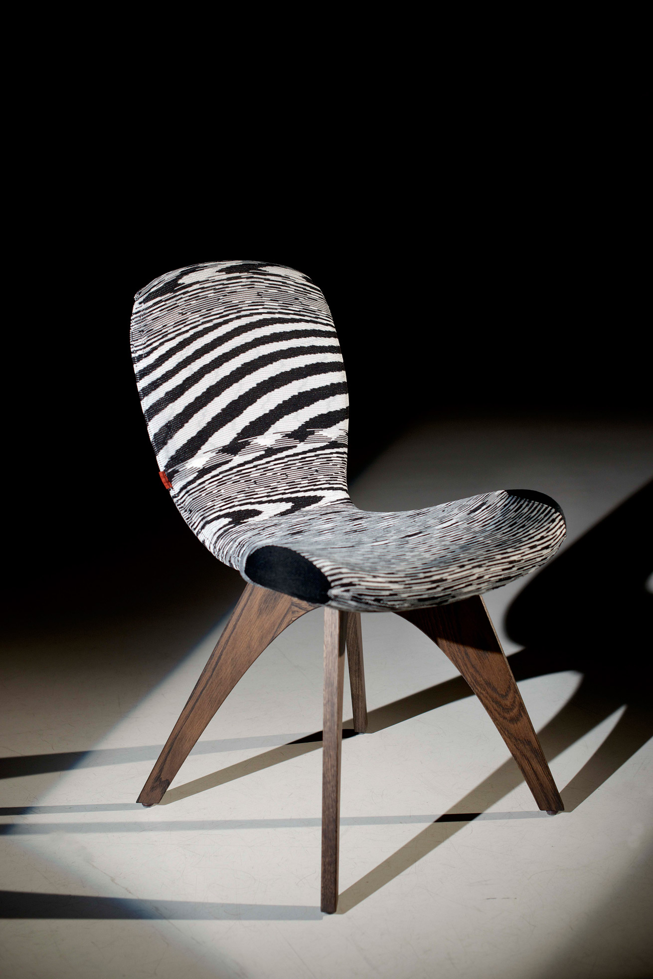 Patch Knit One with an innovative one-piece knitted cover for Artifort & MissoniHome